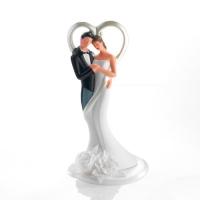 Coppia sposi con decorazione cuori e fiori